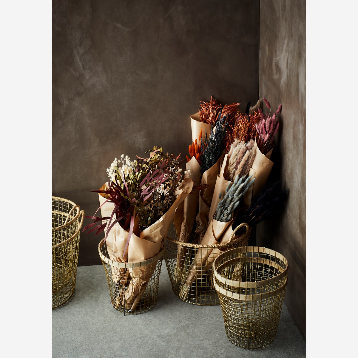 Wire basket w/ jute