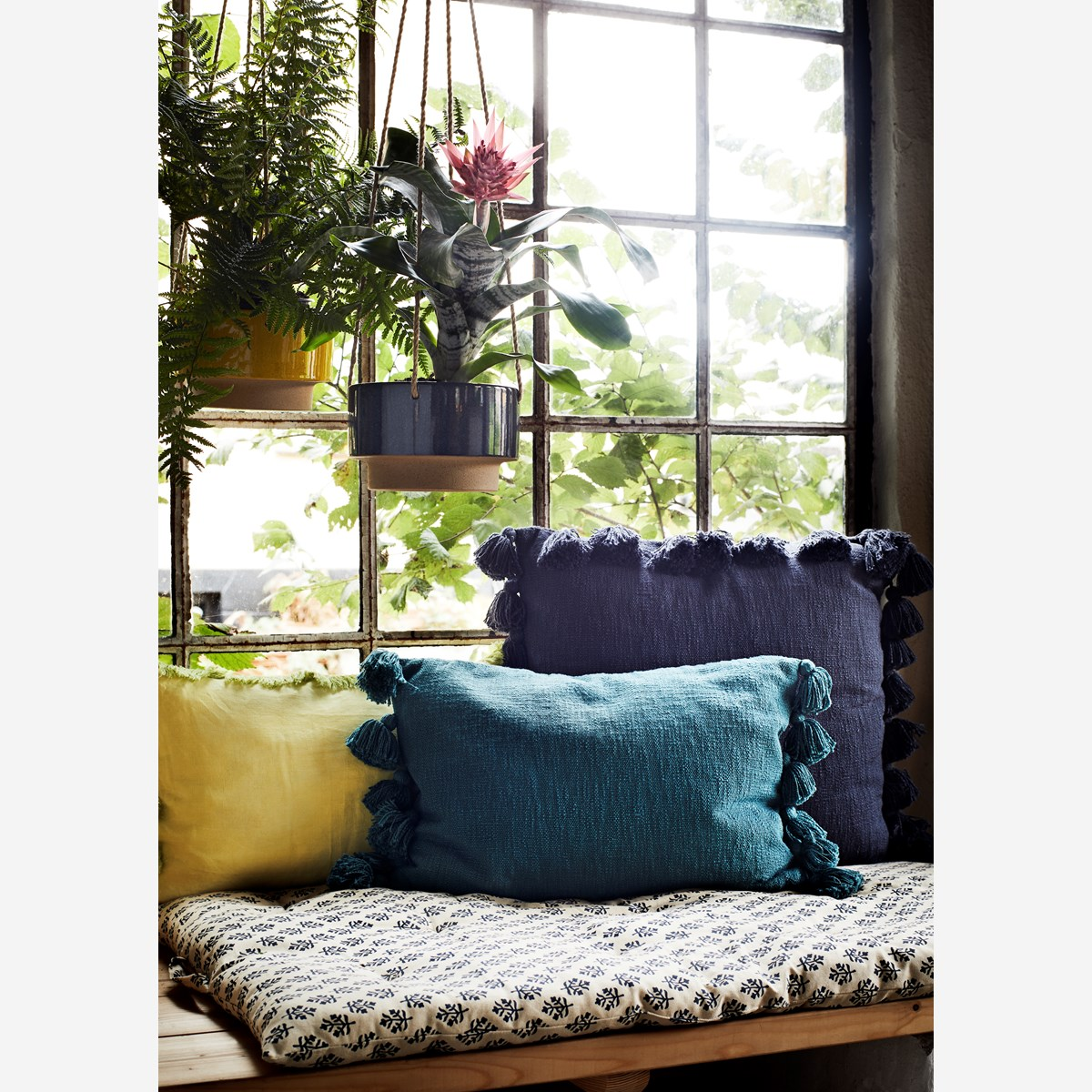 Cushion cover w/ fringes