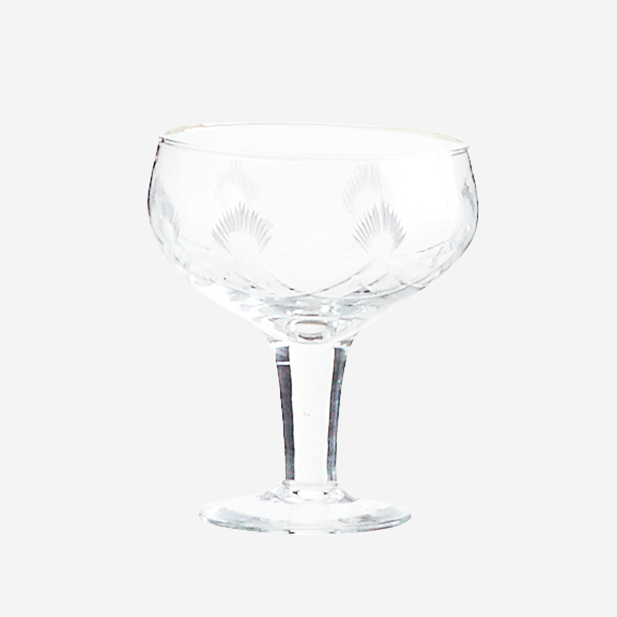 Cocktail glass w/ cutting